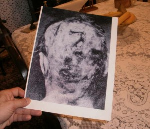 Crime photo of the back of the mothers head *covers eyes*