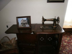 Ohhh an Old Sewing Machine